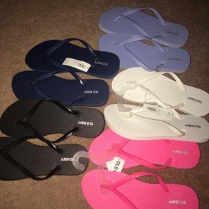 Old Navy flip flops - 5 brand new pairs
